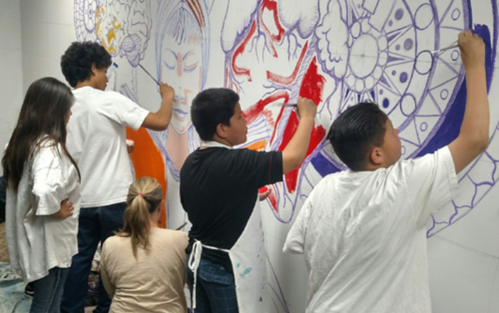Mural Workshop Helps Stop Gangs